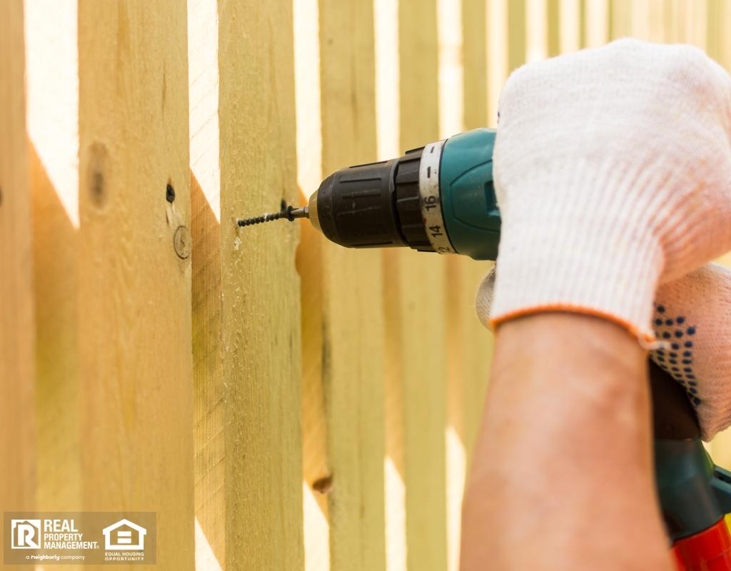 Santa Clarita Professional Installing a Fence