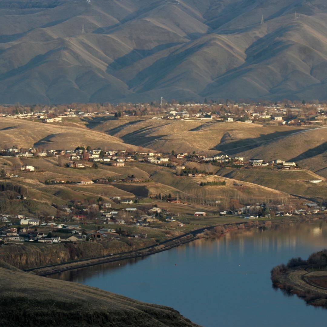 Homes along the Snake River in Bannock County, Idaho