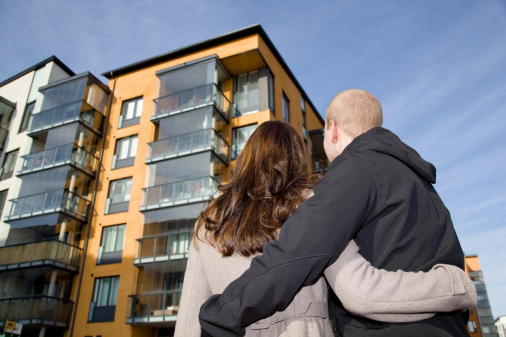 apartment complex with couple for why renting is popular in middle tennessee