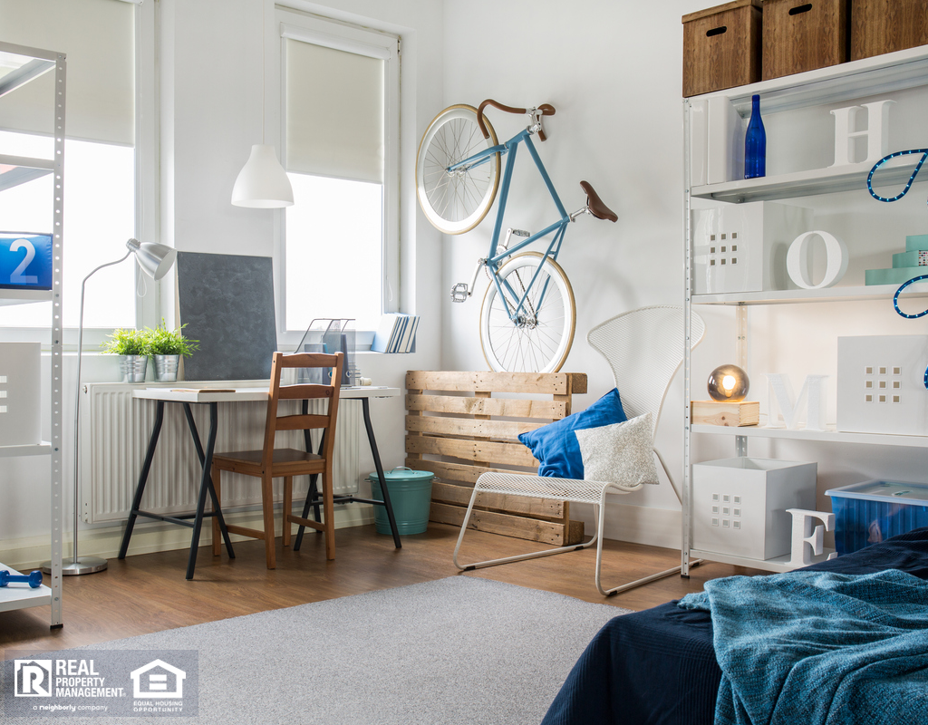 Stylized Levittown Studio Apartment with Storage Space