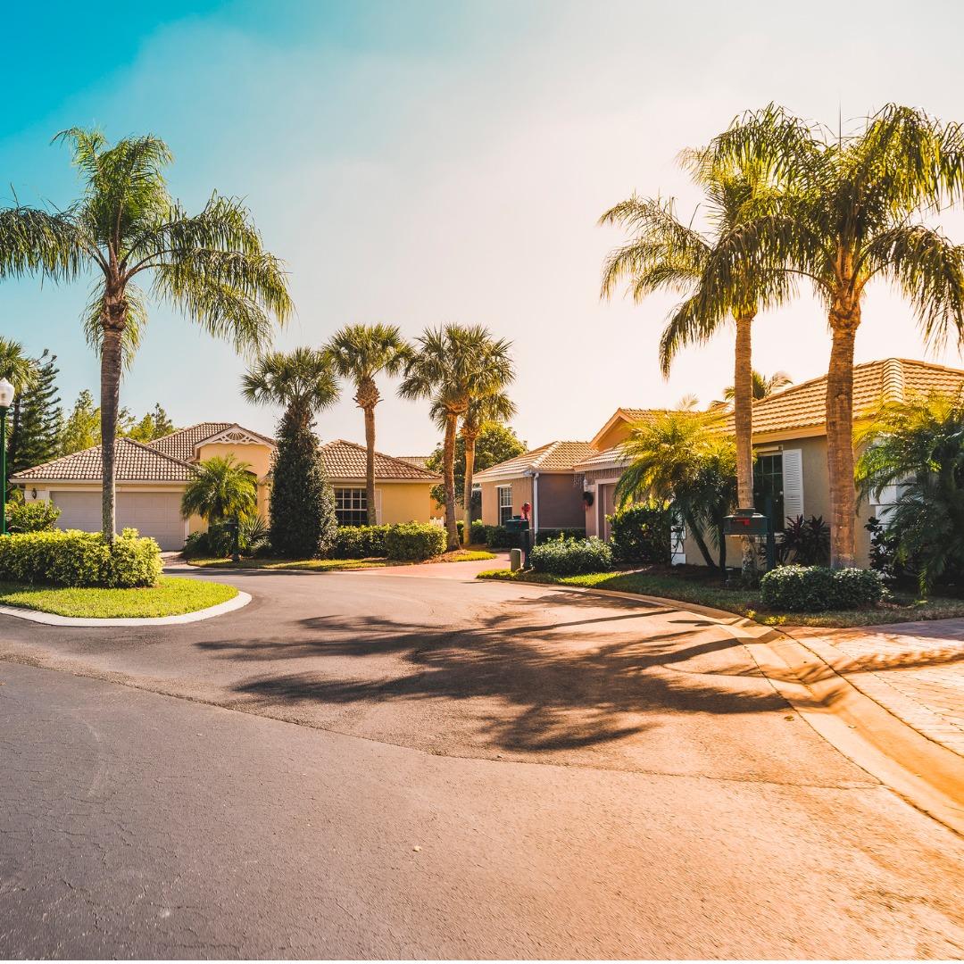 Beautiful homes in a Florida neighborhood