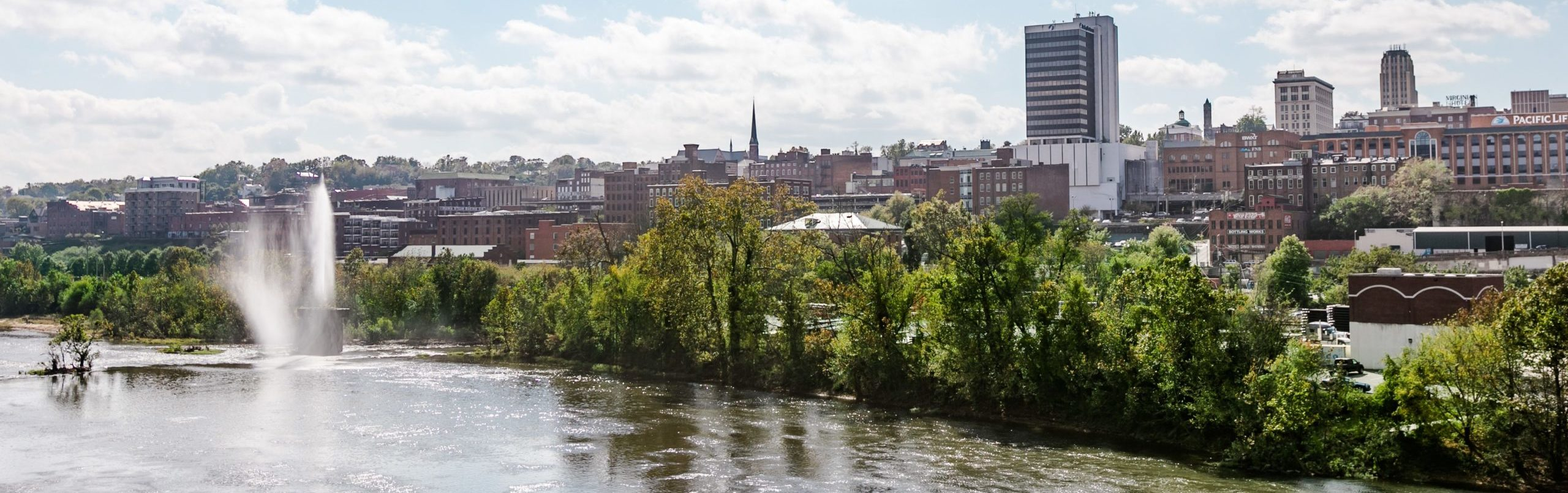 A picture of downtown Lynchburg during the day