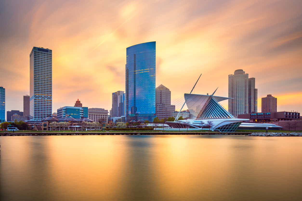 Milwaukee, Wisconsin skyline on Lake Michigan